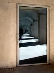 il solito Priamar (fotomie2009 OFF) Tags: fortezza priamar galleria porticato porchway arches archi reflection riflesso porta door savona liguria italy italia riviera ligure ponente