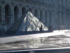 """""""Après la pluie, le beau temps !"""" / """"After rain the good weather !"""" (FloDL) Tags: france paris louvre pyramid pyramide pluie rain reflet reflection vitre flare window"""