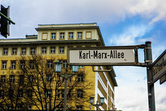 prise de vue sans titre-136.jpg (fafa des bawoaa) Tags: alexanderplatz condenser urban dvelopp karlmarx constructivism architecture ddr berlin urania brutalism