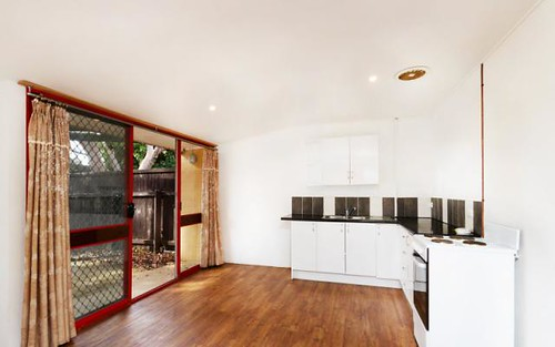 2 Griffiths Street, Holt ACT