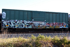 (o texano) Tags: bench graffiti texas houston trains dts d30 freights wyse soner a2m benching