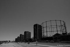 Montevideo - Gasometro (Ha La Lo - Rafael Cambre) Tags: uruguay calle capital ciudad bn montevideo rambla gasometro