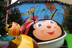 Der Glückskäfer ist schon unterwegs (Sockenhummel) Tags: playground bug fuji roundabout carousel weihnachtsmarkt kinder finepix ladybug fujifilm spielzeug karussell bunt x30 käfer spielplatz marienkäfer fujix30