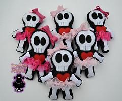 caveirinhas (ovelhanegra_toys) Tags: ovelhanegratoys felt fieltro feltro feitoamo feltcraft festainfantil funny skull caveira artesanato manualidades handmade