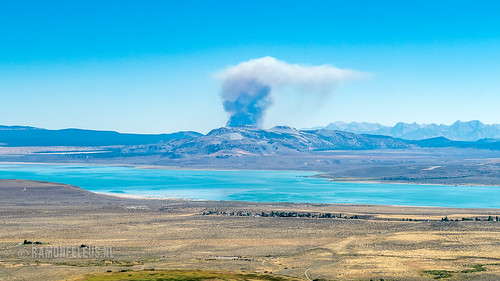 USA 2016: Forest fire over Mono Lake