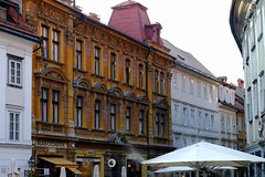 Liubliana (15) / Eslovenia / Slovenia (Ull mgic) Tags: liubliana eslovenia slovenia nucliantic carrer calle edifici arquitectura balcons fuji xt1