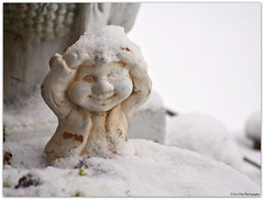 es hat geschneit..... (mayflower31) Tags: schnee snow garten winter gnom figur