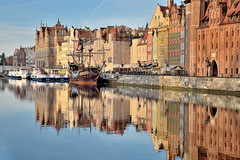Old galleon (Sizun Eye) Tags: reflections reflets oldtown galleon gdansk danzig poland northernpoland pologne polognedunord water mirror morning monuments oldhouses boat boats europe europecentrale centraleurope sizuneye motlawa river riverfront tamron2470mmf28 nikond750