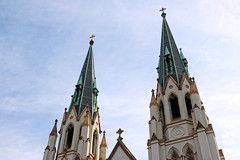 Cathedral of St. John the Baptist (lukedrich_photography) Tags: georgia south peachstate us usa canont6i canon t6i unitedstates unitedstatesofamerica america الولاياتالمتحدة vereinigtestaaten アメリカ合衆国 美国 미국 estadosunidos étatsunis northamerica savannah sabana саванна 사바나 サバンナ सवाना savane 大草原 السافانا history culture cathedralofstjohnthebaptist cathedral saint st john baptist roman catholic church religion religious christian christianity diocese ephraimfrancisbaldwin frenchgothic outdoor tower