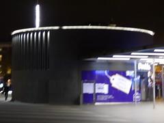 London King's Cross Station - King's Cross Square - Doddle (ell brown) Tags: eustonrd camden london greaterlondon londonboroughofcamdenengland unitedkingdom greatbritain stpancras kingscross pancrasrd yorkway islington kingscrossstation londonkingscross londonkingscrossstation eastcoastmainline virgintrains virgineastcoast eastcoast virgintrainseastcoast kingcrosssquare nightshots doddle