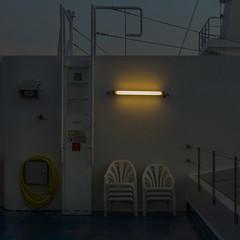 Ferry (Julio Lpez Saguar) Tags: juliolpezsaguar ouessant francia france ferry barco boat noche night escalera stairs fluorescente luz light sillas chairs ambiente mood conversacionesensilencio talkinginsilence