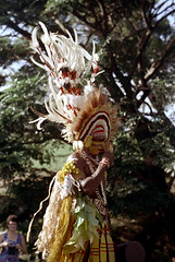 28-069 (ndpa / s. lundeen, archivist) Tags: man color film face festival fiji 35mm necklace costume clothing traditional nick feathers culture makeup suva southpacific warrior 28 tradition 1970s facepaint performer 1972 necklaces headdress dewolf oceania fijian pacificartsfestival pacificislands festivalofpacificarts southpacificislands nickdewolf photographbynickdewolf festpac pacificislandculture southpacificfestival reel28 southpacificartsfestival southpacificfestivalofarts fiji72