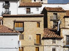 Cubismos en la La Iglesuela de Cid (Teruel). (Eugercios) Tags: espaa art architecture spain arquitectura espanha europa europe arte teruel cubismo aragn viviendas arago cubico laiglesueladelcid