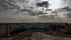 The Blue City (Jodphur) (cesaredefaveritron) Tags: city blue panorama sun india clouds canon lights nuvole ray view blu sole luce jodhpur citt raggi