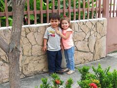 Juan Andrs y Aurora (josefelix17) Tags: family boy girl familia kids canon children outdoors plantas nia nio aire libre