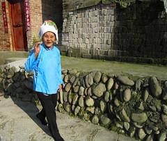 petit salut a la Francaise (buch.daniele) Tags: woman femme promenade chine sud salut danielebuch