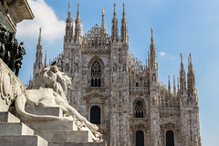 The guardian (Fran Lens) Tags: blue italy milan church monument statue stone europe italia cathedral milano lion catedral leon duomo estatua interrail piedra