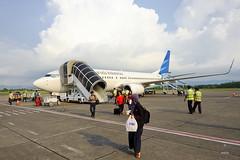 Garuda 737-800 (A. Wee) Tags: garudaindonesia  indonesia  yogyakarta jog airport  boeing 737 737800