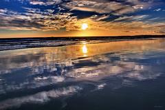 Reflexos (Zéza Lemos) Tags: mar praia água water sol sunset pordesol puestasdesol puestadelsol núvens momentos clouds sea beach boats gaivotas reflexos reflections natur natureza vilamoura portugal algarve férias vacation