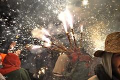 Correfoc 048 (Pau Pumarola) Tags: correfoc foc fuego feu fire feuer guspira chispa étincelle spark funke festa fiesta fête fest diable diablo devil teufel catalunya cataluña catalogne catalonia katalonien girona diablesdelonyar