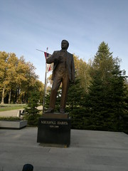 2016-10-25-7156 (vale 83) Tags: statue milorad pavi writer tamajdan park belgrade serbia nokia n8 lunaphoto autofocus friends