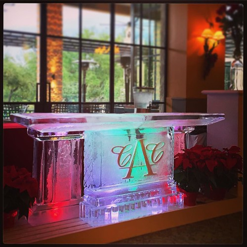 @austincountryclubtx looking very festive with this #icebar for their #holiday #gala tonight 🎄🎄#fullspectrumice #austin #thinkoutsidetheblocks #brrriliant - Full Spectrum Ice Sculpture