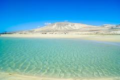 Janda - Fuerteventura (Josu Godoy) Tags: fuerteventura plage playa beach mountain montagne montaa arena sable sand lansdcape paisaje paysage verano agua water eau turqueza turquoise azul bleu blue seascape summer t