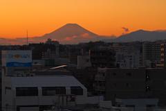 PB250027-2 (vincentvds2) Tags: fuji fujisan mountfuji mtfuji roof yokohama japan evening