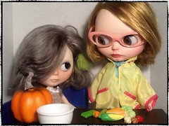 Toy-in-the-Frame Thursday; and Blythe-a-Day November#20: Pumpkin&#7: Shopping: Cori-Elaina Brings Back Veggies from the Farmers Market