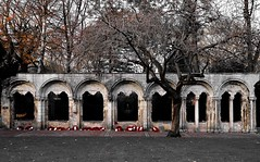 Kohima Memorial (rustyruth1959) Tags: nikon nikond3200 tamron16300mm yorkshire york yorkminster kohimamemorial memorial arches building structure stone outdoor deanspark epitaph oldpalace poppies wreath bronze laurelwreath secondinfantrydivision wwii archway park trees path grass leaves branches brown
