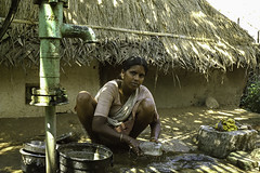 Mahabalipuram 4 (Steve.frog) Tags: india indien asia kerala cochin tajmahal woman boat backwaters fisher fishernet scan negative film minox filmscan 35gt tamilnadu mahabalipuram maisore madras tata