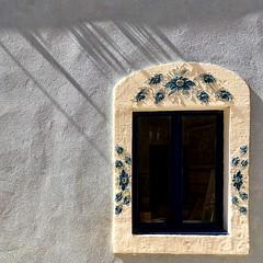 (Suite116) Tags: windowpane windows home sea mare estate summer istria finestra window novigrad croazia croatia shadows flowers fiori davanzale casa