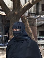 HL8A1701 (deepchi1) Tags: india bread hijab bombay mumbai niqab slums