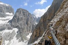 Widok na przełęcz Passo Ball z ferraty Gusella