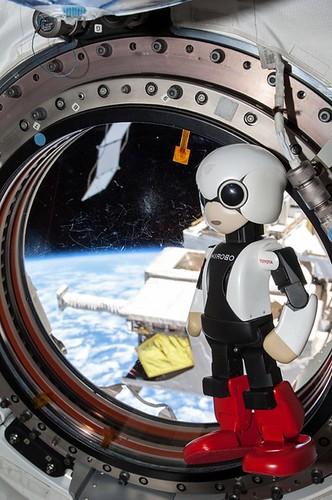 ロボット宇宙飛行士「キロボ」会話実験プロジェクトの写真