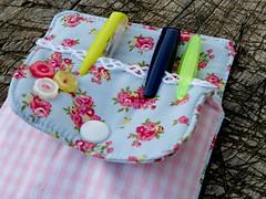 Porta canetas #1 (Monte de Linhas) Tags: baby handmade artesanato sew fabric alentejo pacifier aventais tecidos babete toalhas costavicentina sacomaternidade feitomao montedelinhas