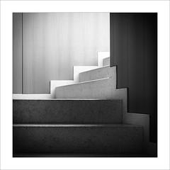 Zona de pas III / Transit area III (ximo rosell) Tags: ximorosell bn blackandwhite blancoynegro bw arquitectura architecture nikon d750 detall llum light luz