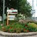 ©Saint-Clet -  2015 - Entrées de l'entité municipale - Îlot fleuri à l'entrée au centre du village à l'angle des routes 340 et 201
