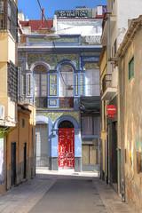 red door (PLADIR) Tags: door city urban santacruz architecture outdoor kanaren hauptstadt haus panasonic insel stadt architektur teneriffa tür hdr fz1000