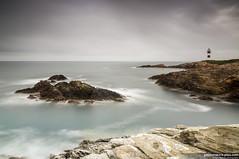 Una luz en el Cantbrico (Pablo Mauriz Photography) Tags: faro mar galicia litoral lugo roca acantilado ribadeo largaexposicion islapancha
