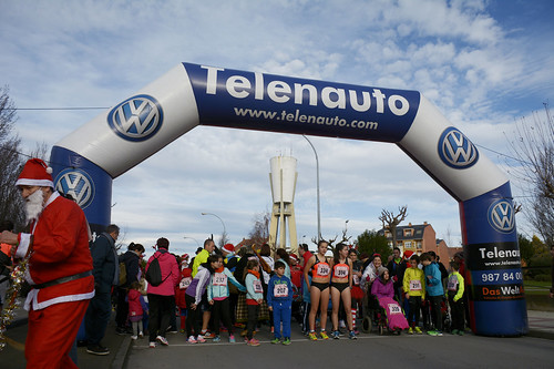 "Carrera popular y premios San Silvestre 2015 La Virgen del Camino • <a style=""font-size:0.8em;"" href=""http://www.flickr.com/photos/66442093@N08/23656285419/"" target=""_blank"">View on Flickr</a>"