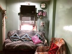 Silver Lining (Mayank Austen Soofi) Tags: delhi walla child daughter girl sofa drawing room window tv sc home silver lining smile