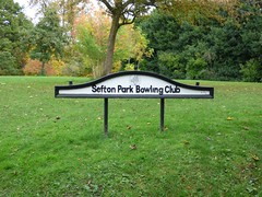 It's a sign. (Puerto De Liverpool.) Tags: seftonparkbowlingclub seftonpark liverpool merseyside sinage signs parksandgardens trees autumn