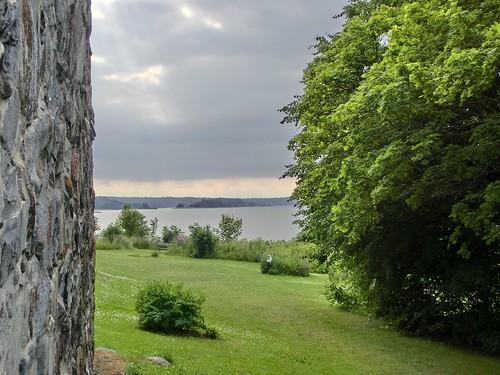 Blick um die Ecke - leuchtender Baum