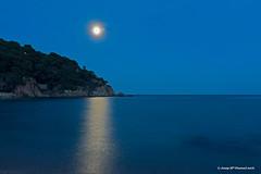 Llum de lluna - Moon light (McGuiver) Tags: olympus omd5markii lluna luna moon mediterrani costabrava reflections reflexes