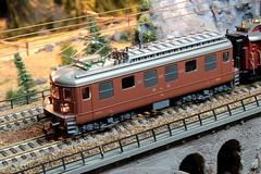 Modell BLS Lötschbergbahn Lokomotive Ae 4/4 258 ( Hersteller Modell HAG - Original SLM Nr. 4128 - Baujahr 1955 ) auf einem Modell der Gotthardbahn im Kanton Bern der Schweiz (chrchr_75) Tags: albumzzz201611november christoph hurni chriguhurni chrchr75 chriguhurnibluemailch november 2016 modellbahn modell gotthardbahn gotthard nordrampe wassen spur spurweite h0 bahn train treno zug model trains miniatures modello trein tåg de tren eisenbahn modelleisenbahn modelleisenbahnanlage anlage reusstal gleichstrom modellbahnanlage gotthardbahnhurni albummodellbahnenderschweiz modellbau schweiz suisse switzerland svizzera suissa swiss