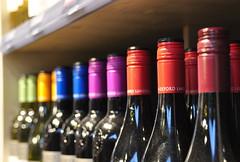Op een rijtje (Ilona67) Tags: rotterdam wijn kleuren markthal doppen