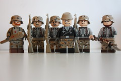 Deutsches Heer (ww1) (dragunovplayer) Tags: lego legocustom legomilitary deutsches herr brickarms tinytactical revell kar98 panzerfaust camo desertcamo ww1 weltkrieg