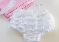 Calcinha para menina (Maria Piolha) Tags: ingles bordado cueca calcinha fralda folhos