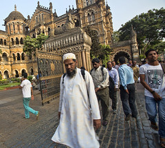 HL8A1967 (deepchi1) Tags: india muslim hijab bombay mumbai niqab centraltrainstation